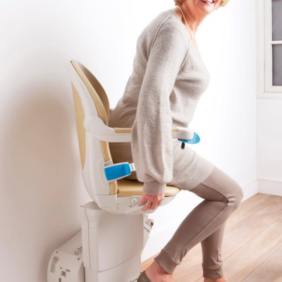 Handicare 950 plus simplicity seat getting off top of stairs