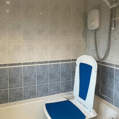 Bathlift Kanjo Eco Powered slim blue powered bathlift