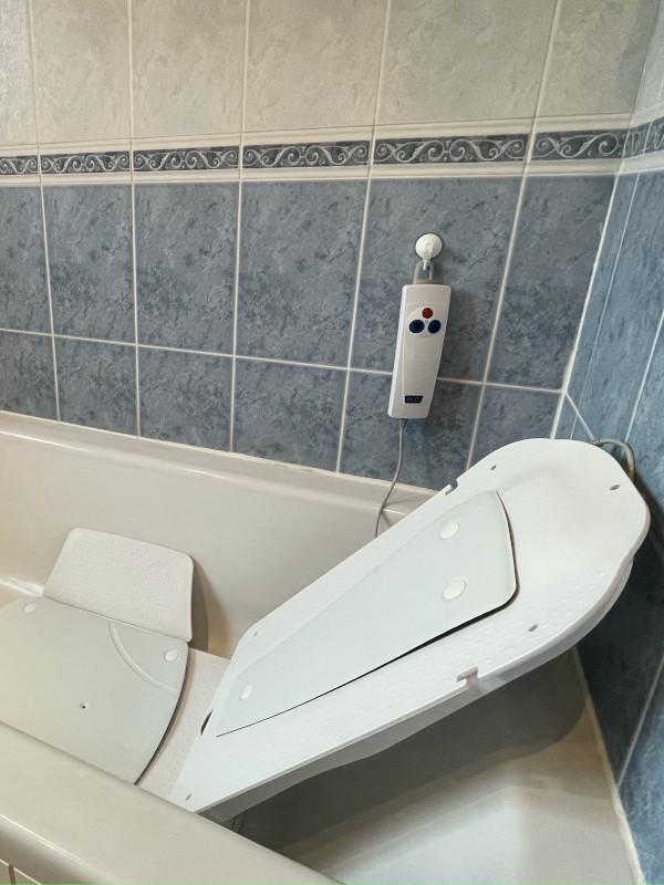 Kanjo Bathlift White Covers Reclined