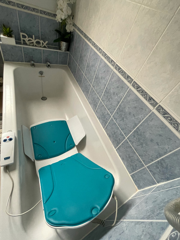 Kanjo Eco Bath Lift turquoise covers remote contol