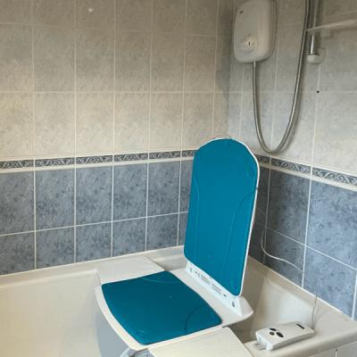 Kanjo Eco Powered Turquoise powered bathlift